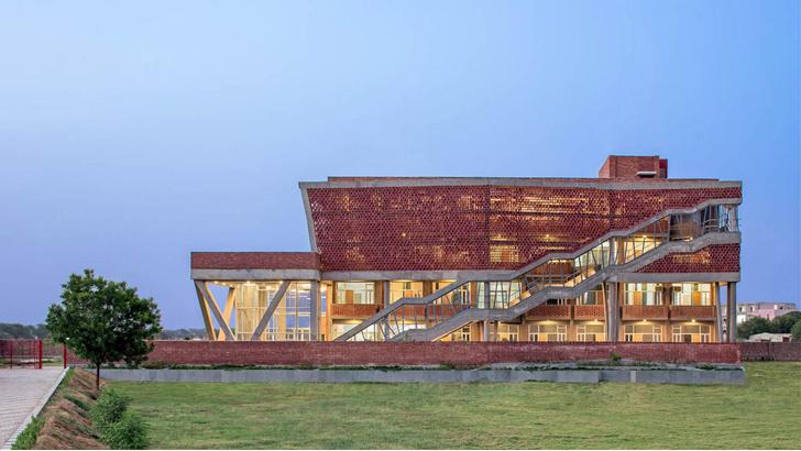 Фото №1 - Здание с нулевым потреблением энергии в Индии