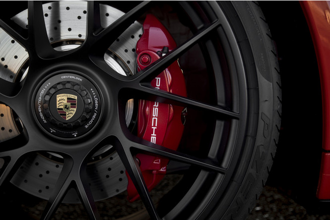 Фото №3 - Что значит надпись GTS на Porsche 911?