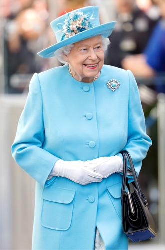 Фото №3 - Королева назначила нового придворного поэта