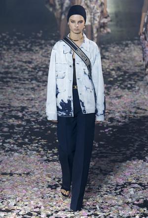 Фото №14 - Привет из 80-х: как носить вареный деним сегодня