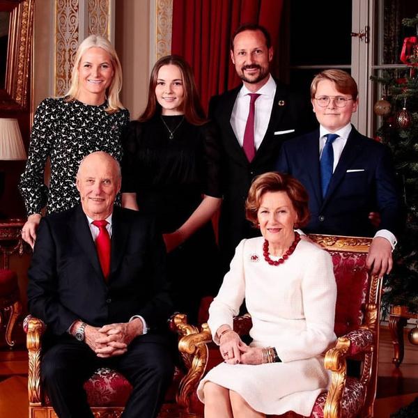 Фото №2 - Самые милые и долгожданные рождественские королевские открытки 2019