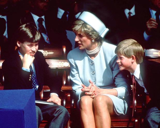Фото №2 - Почему принц Уильям отказывался разговаривать с Дианой после ее развода