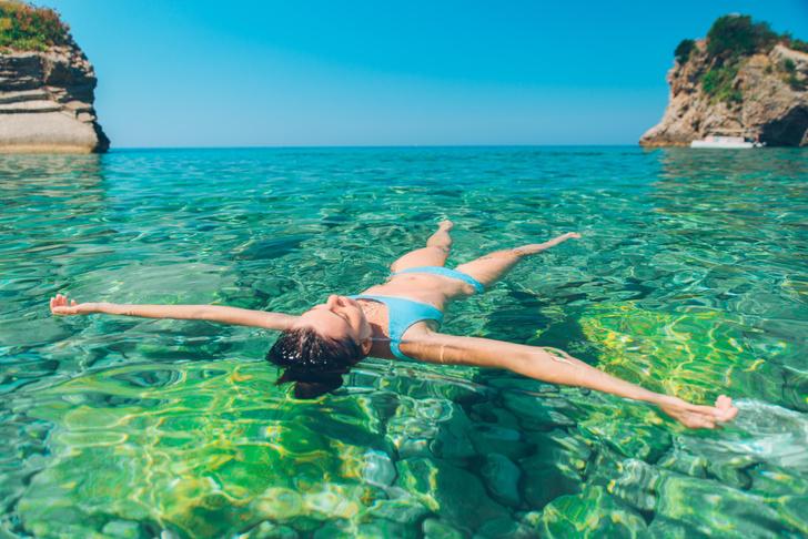 Фото №1 - Можно ли не тонуть в воде, просто лежа на спине?