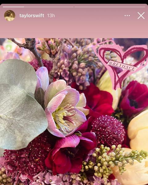 Фото №2 - Поддержка мечты: Бейонсе подарила Тейлор Свифт цветы