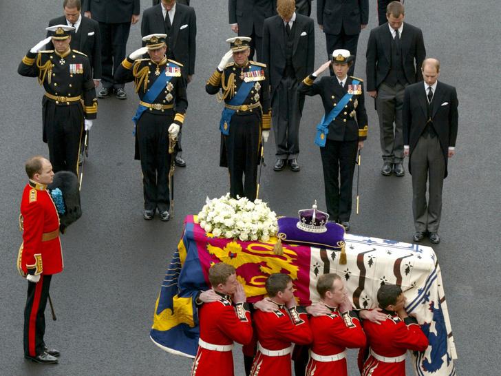 Фото №9 - От королевы Виктории до принцессы Маргарет: какими были похороны Виндзоров за последние сто лет