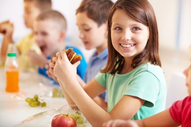 Фото №1 - Ученые призывают всегда давать еду ребенку с собой