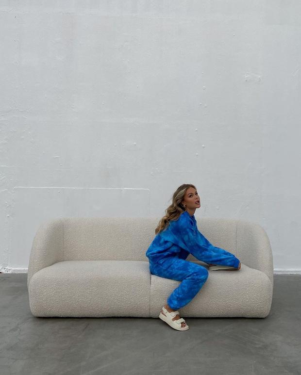 Фото №2 - Уютный спортивный костюм сложного цвета— лучшая покупка на осень: образ инфлюенсера Ханны Шонберг