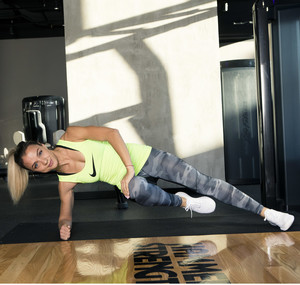 Фото №3 - 5 минут в день: упражнения на внутреннюю поверхность бедра