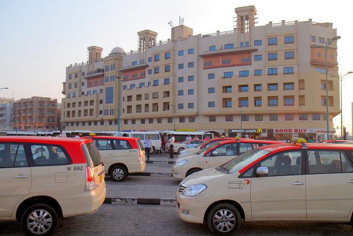 Фото №1 - По земле, воздуху и воде: как работает такси в разных уголках мира
