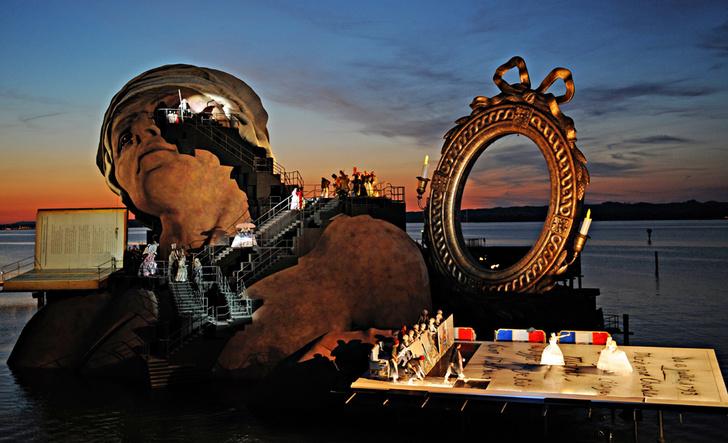 Фото №1 - Эпохальные сцены: 12 самых необычных театров мира