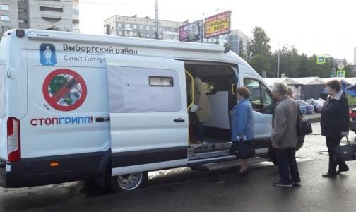 Фото №1 - Петербуржцев начали прививать от гриппа у метро и магазинов