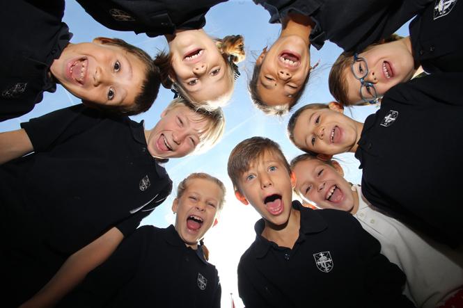 Фото №1 - Англия или Швейцария: что нужно знать о частных школах этих стран