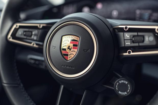 Фото №17 - Porsche Taycan— мастер когнитивного диссонанса