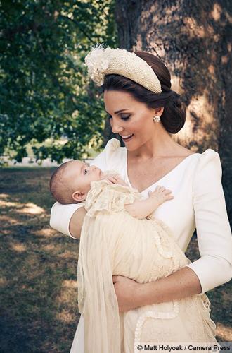 Фото №10 - Почему Королевы нет на официальных фото с крестин принца Луи