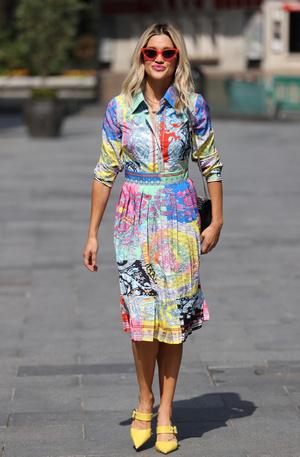 Фото №5 - Фасоны платьев, которые портят фигуру: на примере звезд