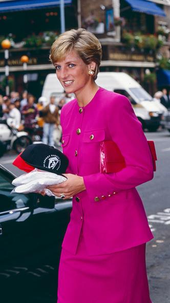Фото №10 - Любимый предмет гардероба: как принцесса Диана носила жакеты и блейзеры— 30 вдохновляющих примеров