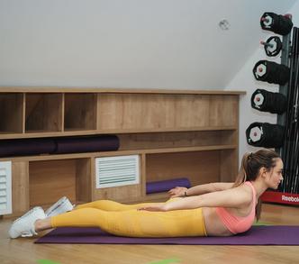 Фото №4 - Тренировка на 5 минут для лебединой шеи и ровной спины