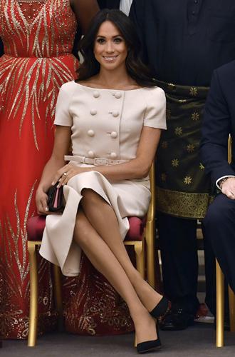 Фото №2 - Меган Маркл и Елизавета II снова вместе вышли на работу