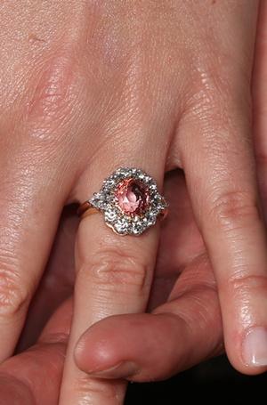 Фото №5 - Что известно о помолвочном кольце принцессы Беатрис