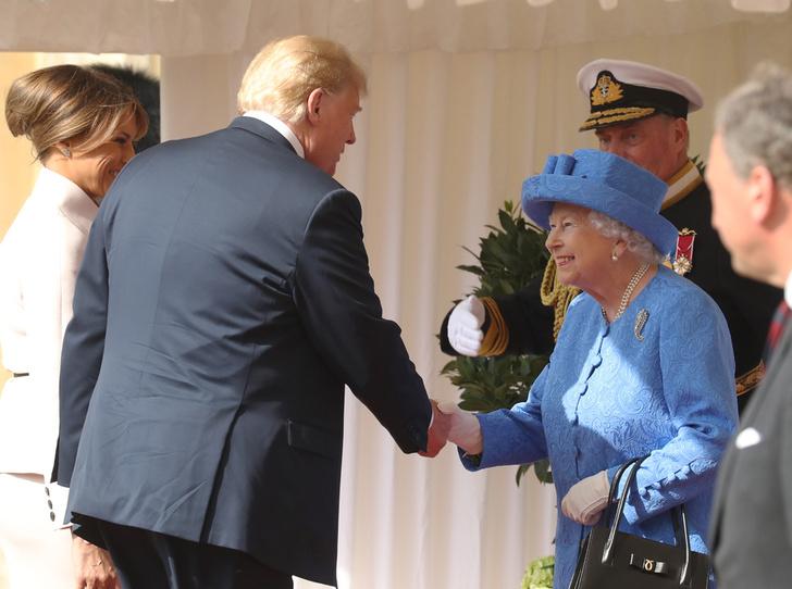 Фото №2 - Нарушил или нет: чего не сделал Дональд Трамп при встрече с Королевой (и был ли должен)
