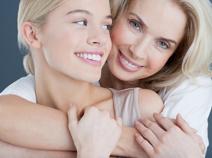 Фото №1 - С чистого лица: как помочь дочери-подростку справиться с акне