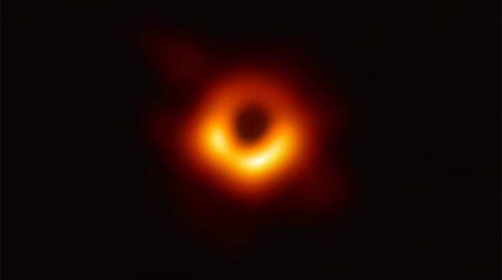 Фото №1 - Первая в истории фотография черной дыры