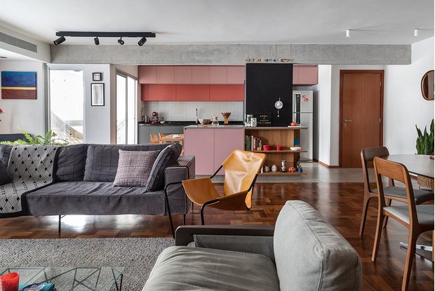 Фото №1 - Бетонная квартира с розовыми акцентами в Сан-Паулу