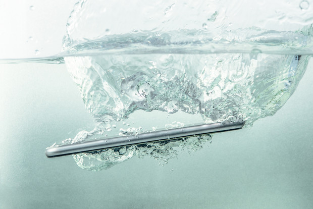 Фото №1 - Need Help: Телефон упал в воду. Что делать? 😱