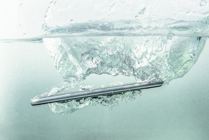 Фото №2 - Need Help: Телефон упал в воду. Что делать? 😱