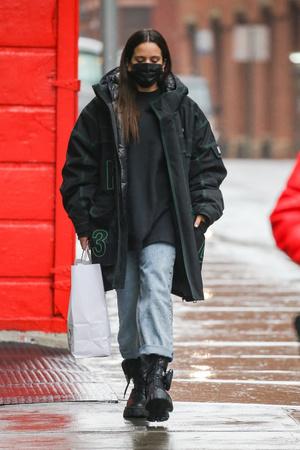 Фото №3 - Самый стильный и практичный зимний образ, который мы видели, составила Розалия