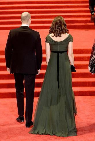 Фото №3 - Глубоко разочарованы: как в соцсетях отреагировали на наряд Кейт Миддлтон на BAFTA
