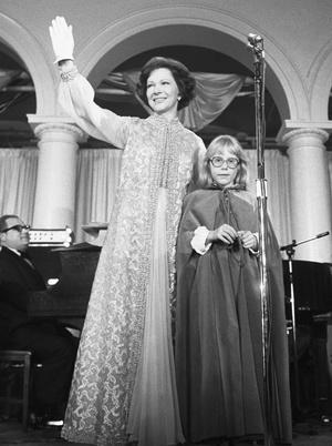 Фото №11 - Королевы Белого дома: самые роскошные инаугурационные платья Первых леди