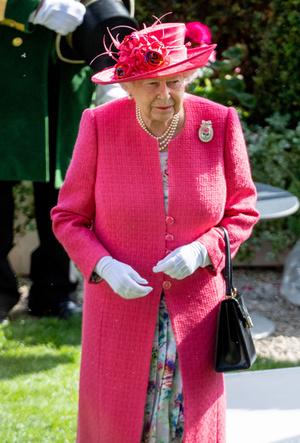 Фото №14 - Символы и знаки: как королевская семья общается при помощи одежды