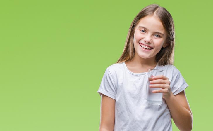 Как приучить ребенка пить воду, почему детям нужно пить больше воды чем взрослым