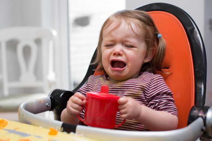 девушка выгнала из ресторана семью с плачущим малышом