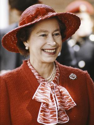 Фото №3 - Смелый выбор: как королевские особы носят красную помаду