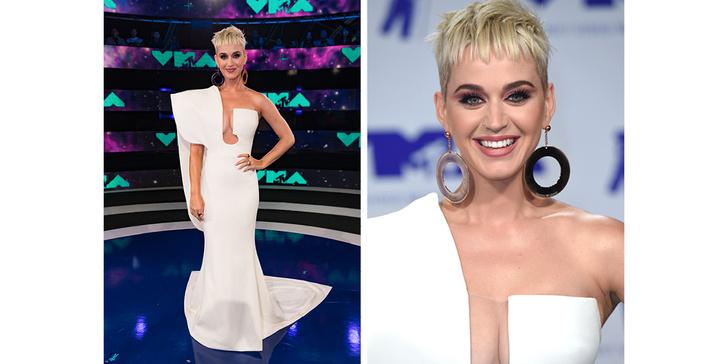 Фото №9 - Кто отличился на красной дорожке MTV VMA 2017? Оцениваем наряды
