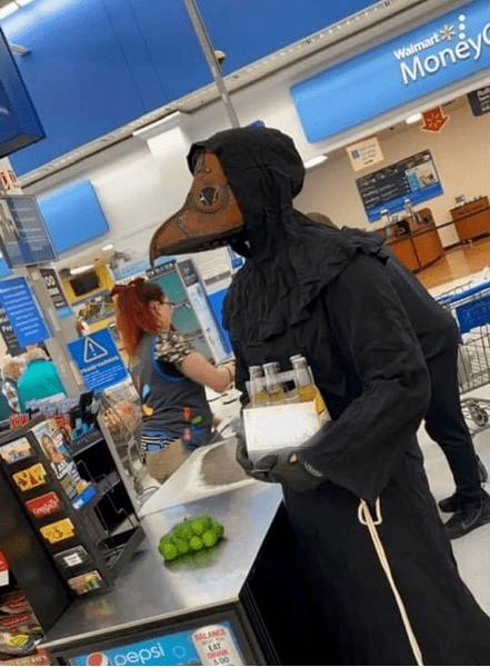 Год пандемии: как ходили в магазины, варианты костюмов, защитных масок, что было в пандемию, как защищались, фото
