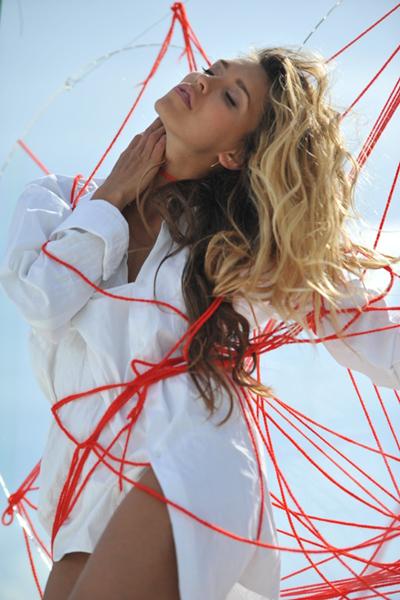 Фото №4 - Регина Тодоренко: «После «Орла и решки» ноги разбиты, как у балерины!»