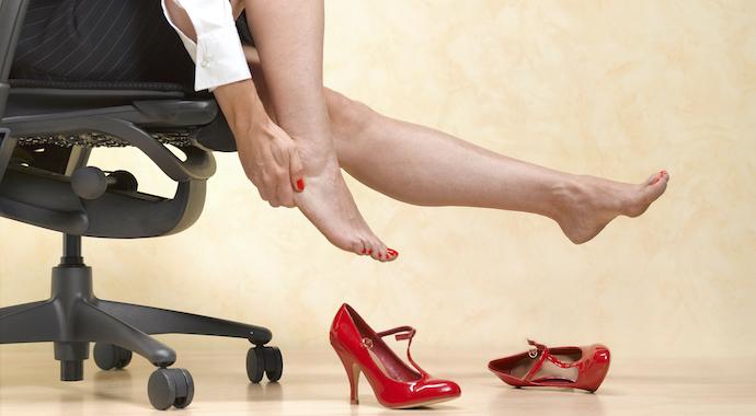 Сидячий образ жизни: 6 советов для здоровья ног