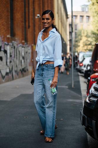 Фото №11 - Не ждали: почему джинсы с низкой талией снова в тренде (и как их носить)