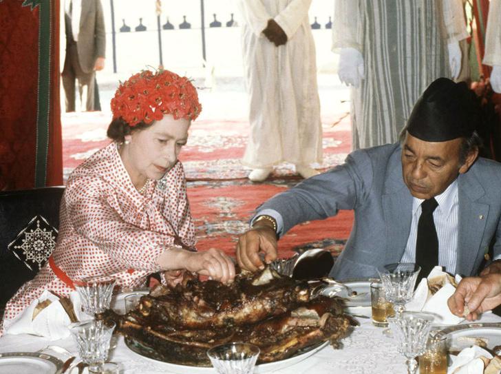 Фото №3 - Обед во дворце: что можно и нельзя делать во время трапезы с Королевой