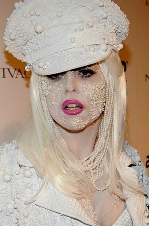 Фото №6 - Как хорошела Леди Гага: все о громких бьюти-экспериментах звезды