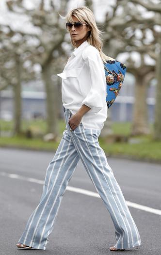 Фото №7 - Базовый гардероб: одна рубашка— 5 образов на любой случай