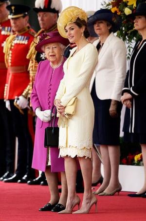 Фото №9 - Какие головные уборы носит королева Летиция