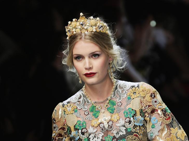 Фото №6 - Голубая кровь на подиуме: наследницы британской короны в показе Dolce & Gabbana
