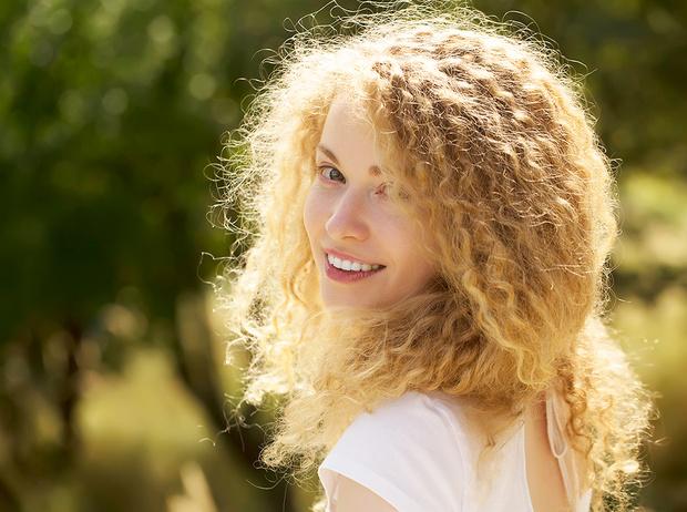 Фото №1 - 5 незаменимых средств для ухода за кудрявыми волосами