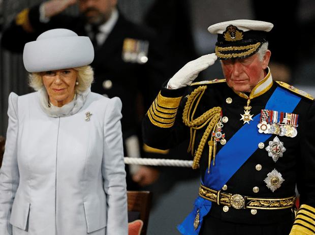 Фото №1 - Почему герцогиня Камилла раньше всех покидает Сандрингем в Рождество