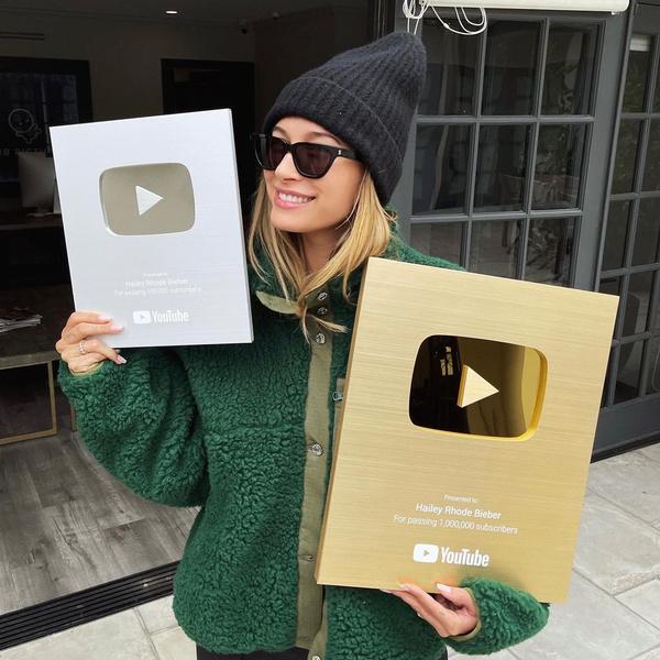 Фото №1 - Хейли Бибер получила сразу две кнопки Youtube