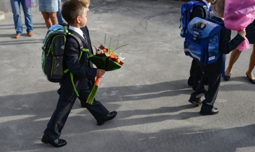 Фото №1 - Роскачество: Больше половины школьных брюк небезопасны для здоровья